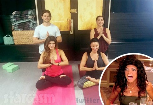 Teresa_Giudice_Danielle_Staub_yoga_together_490