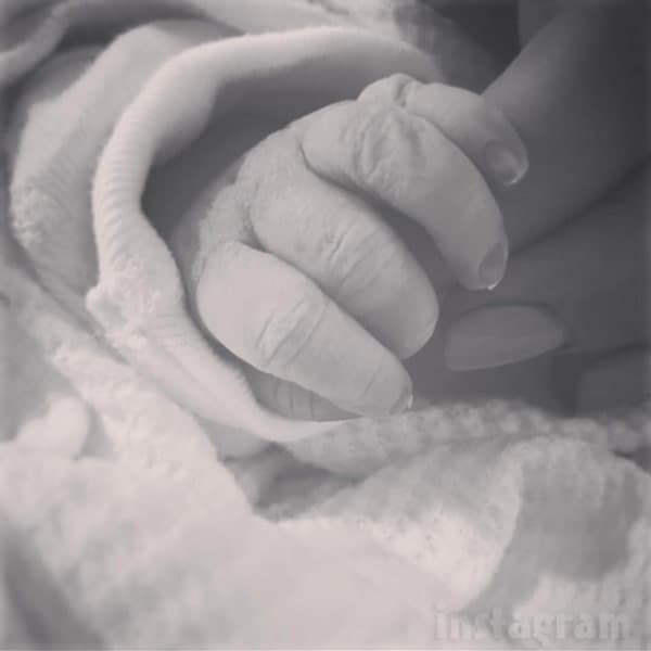 Chelsea DeBoer baby Watson's hand