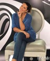 Michelle_Collins_big_chair_490