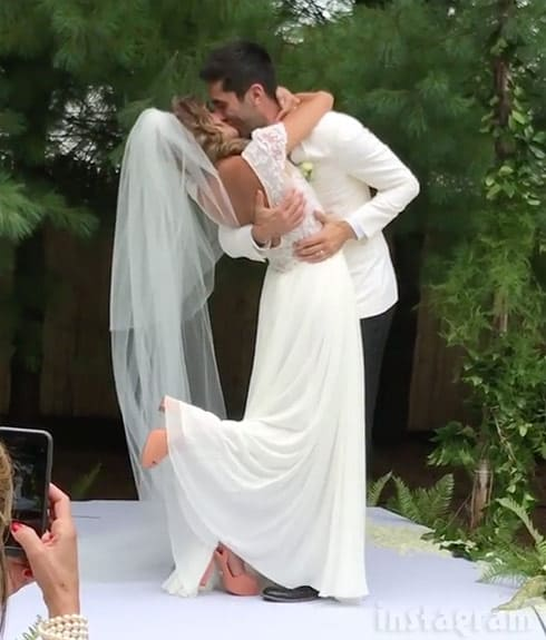 Nev Schulman and Laura Perlongo wedding kiss