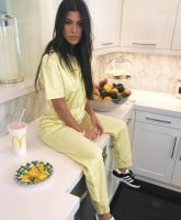 Kourtney Kardashian wants a baby 1