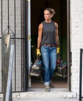 Does Nicole Curtis from Rehab Addict really do her own work
