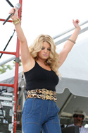 Jessica Simpson expanding at a chili cook off