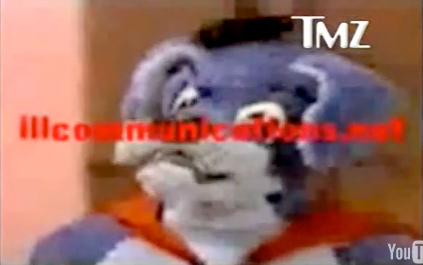 & VIDEO Simon Cowell Singing As Wonderdog On Top Of The Pops In 1982