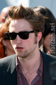 Robert Pattinson on the red carpet at the 2009 Teen Choice Awards