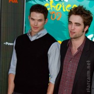 Robert Pattinson and Kellan Lutz on the red carpet at the 2009 Teen Choice Awards
