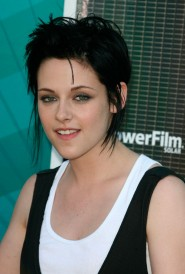 Kristen Stewart on the red carpet at the 2009 Teen Choice Awards