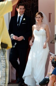 Jim Halpert and Pam Beesly from The Office get married John Krasinski Jenna Fischer