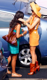 Jessica Lucas is victimized by a Katie Cassidy fashion fail on the set of Melrose Place