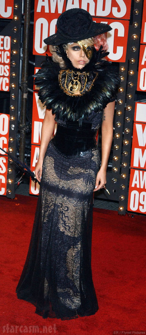 Lady Gaga arrives on the red carpet at the 2009 MTV Video Music Awards VMA