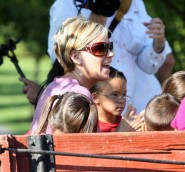 Kate Gosselin takes the kids on a hay ride at a farm in Reading.