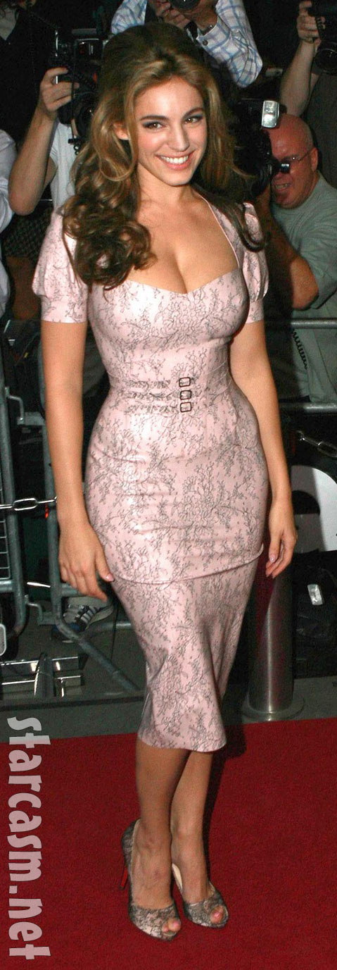 The curvaceous Kelly Brook at the 2009 GQ Men Of The Year Awards held at The Royal Opera House in London on September 8.