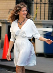 Sarah Jessica Parker looking great on the set of Sex and the City 2