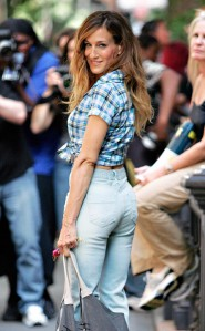 Sarah Jessica Parker's mom jeans booty on the set of Sex and the City 2