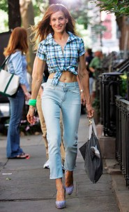Sarah Jessica Parker sporting some hot mom jeans on the set of Sex and the City 2