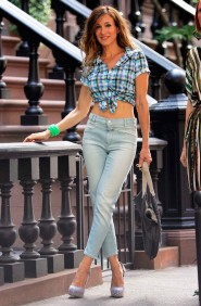 Sarah Jessica Parker in mom jeans and a plaid button up top tied in the front  on the set of Sex and the City 2