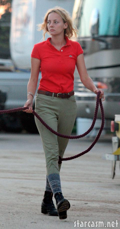 Bijou Phillips looks rough after the Mackenzie Phillips incest confession on Oprah. Taken September 28, 2009