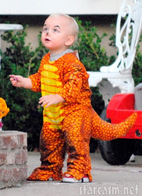 Zuma Rossdale as a dinosaur
