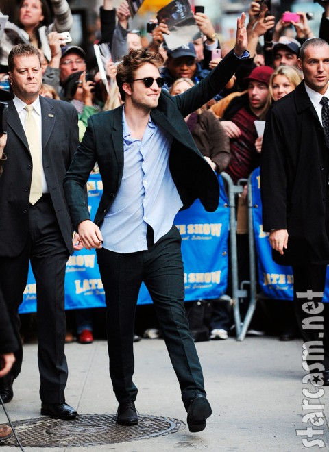 Robert Pattinson waves to fanes before appearing on David Letterman