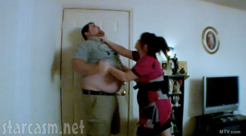 Amber chokes fiance Gary into a corner on Teen Mom