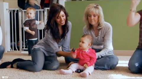 Farrah invites her mom to attend Sophia's music class on Teen Mom