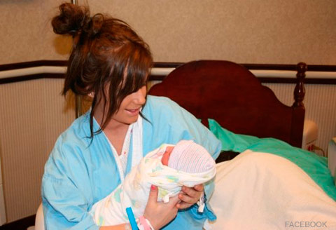 Chelsea Houska and daughter Aubree in the hospital
