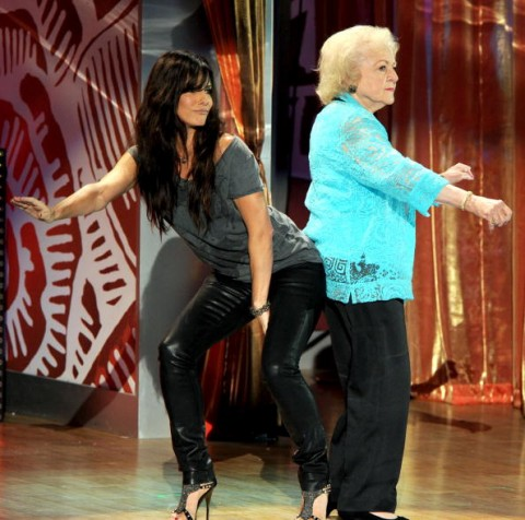 Photo Sandra Bullock And Betty White Booty Grind Dance At Teen