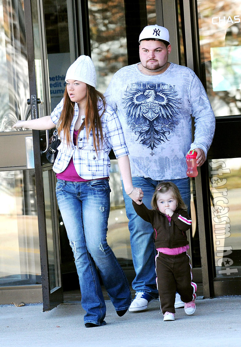 Amber Portwood, Gary Shirley and daughter Leah from Teen Mom out in Anderson, Indiana