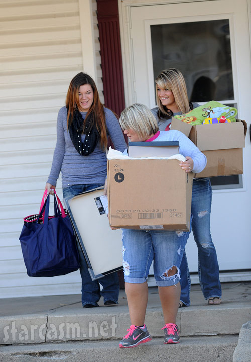 Friends help Teen Mom Amber Portwood move out of her Anderson, Indiana apartment