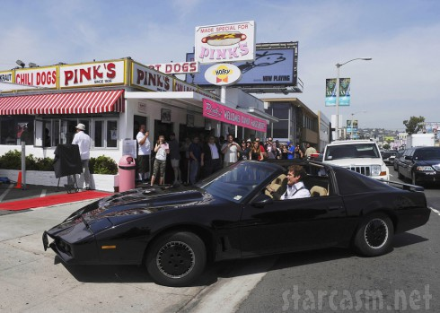 David Hasselhoff drives the Knight Rider KITT car to Pink's hot dogs 2010