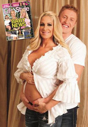Kim Zolciak and boyfriend Kroy Biermann show off Kim's baby bump in Life & Style
