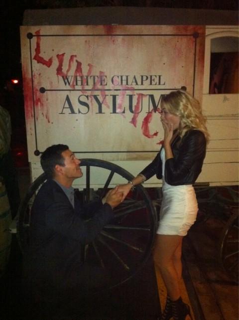 Eddie Cibrian propose to LeAnn Rimes on Halloween