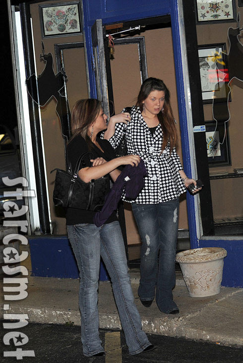Teen Mom Amber Portwood leaves Studio X tattoo parlor November 14, 2010