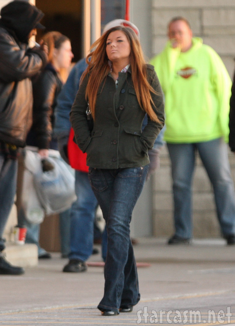 Teen Mom Amber Portwood walking in downtown Anderson Indiana
