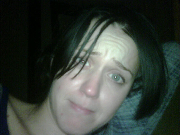 Katy Perry without makeup photo posted to Twitter by Russell Brand