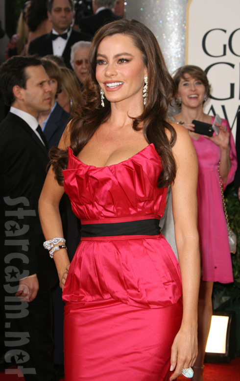The sexy Sofia Vergara of Modern Family on the 2011 Golden Globes red carpet