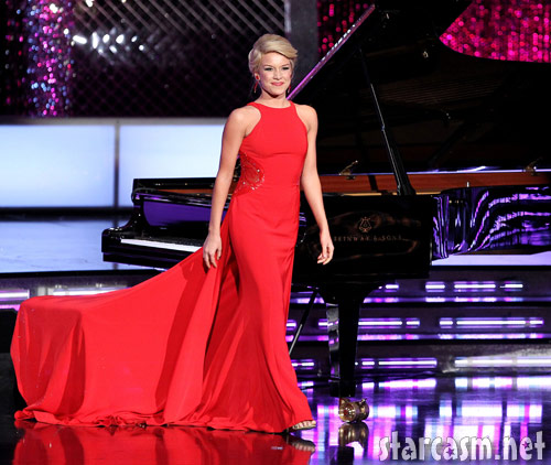 Teresa Scanlan stands up after her 2011 Miss America Pageant piano performance