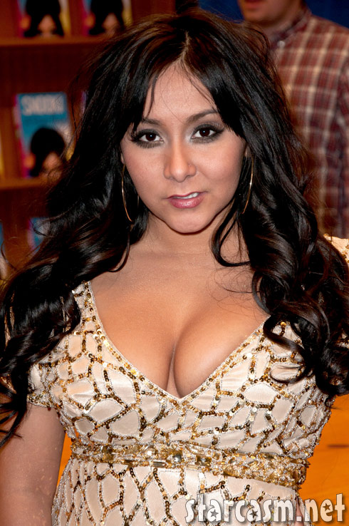 Nicole Snooki Polizzi reveals a new look at a book signing in New Jersey