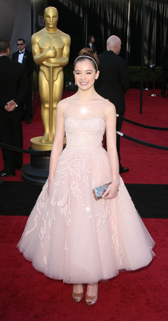 Hailee Steinfeld at 2011 Oscars 83rd Academy Awards red carpet