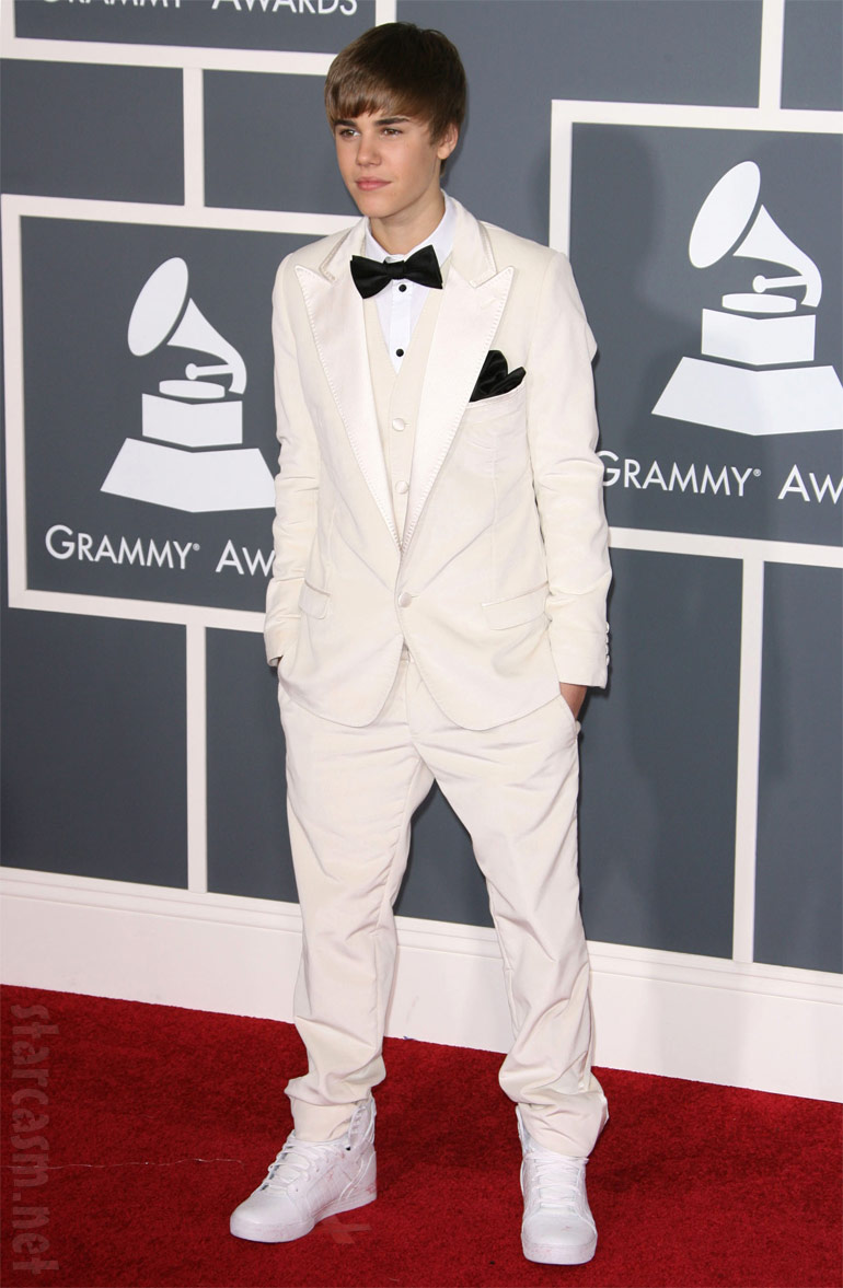 PHOTOS Justin Bieber at 2011 Grammy Awards - starcasm.net