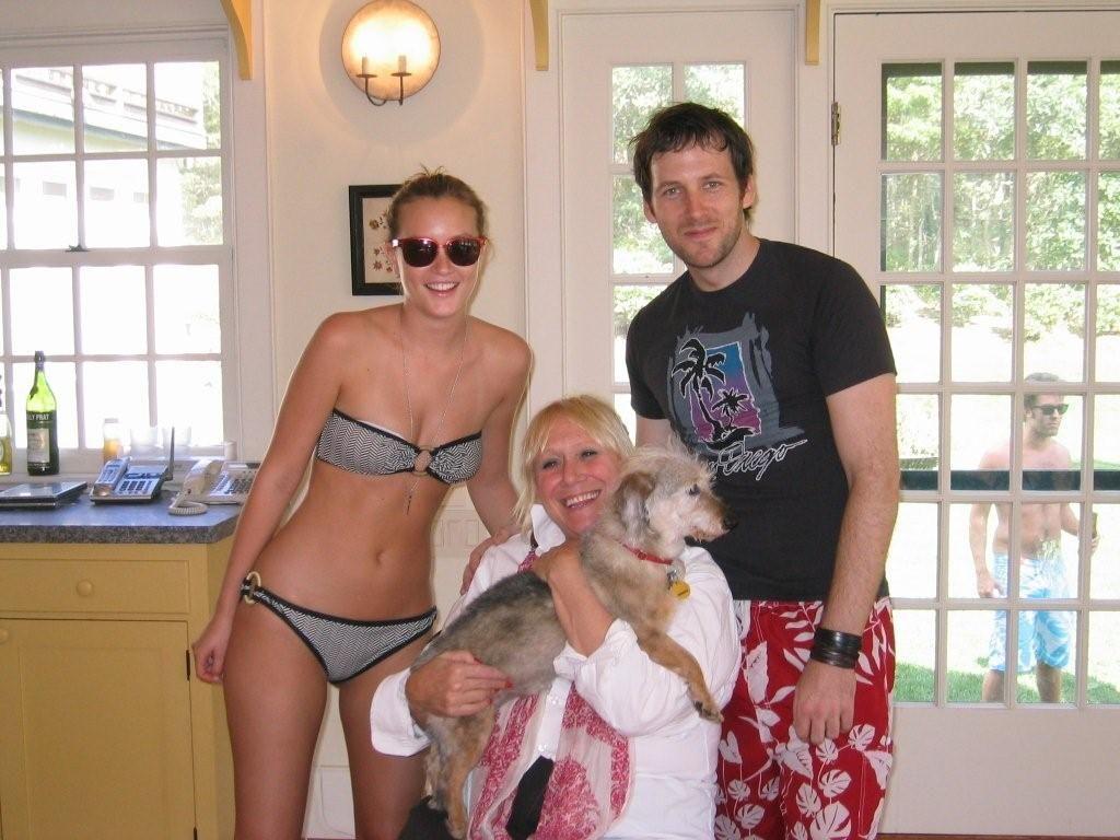 Gossip Girl Leighton Meester tweeted this bikini photo of herself