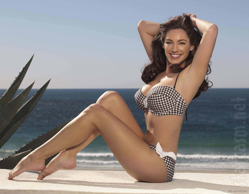 75b3ab354f Kelly Brook strikes a pin-up pose modeling her New Look swimwear