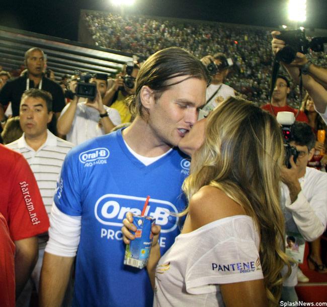 Tom Brady and Gisele Bundchen kiss at Carnival