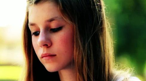 "Alana Lee pines for her teenage crush in her video ""Butterflies"""
