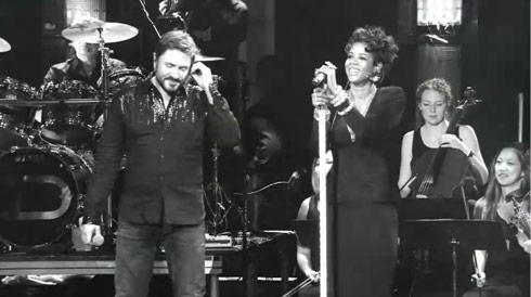 Simon LeBon sings with Kelis