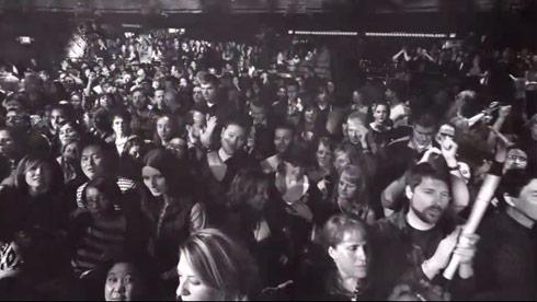 """Crowd of Duran Duran fans take in """"Unstaged"""""""