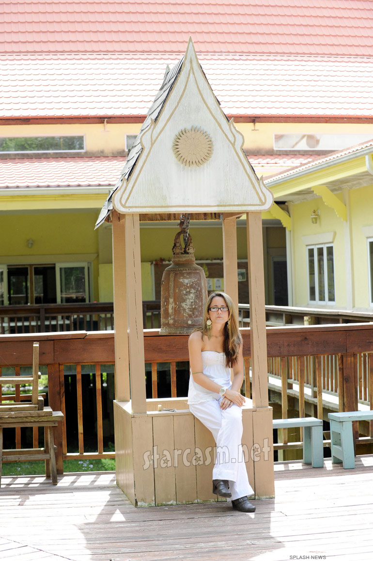 Teen Mom Jenelle Evans visits Wat Carolina Buddhist Monastery