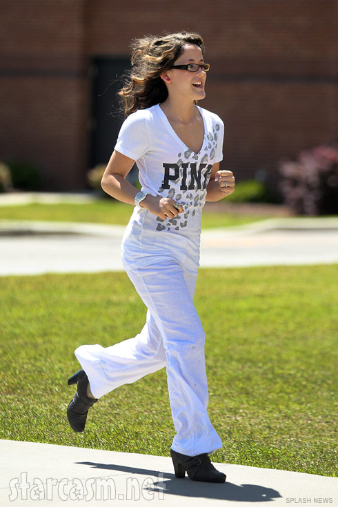Teen Mom Jenelle Evans runs back to court after being late from lunch