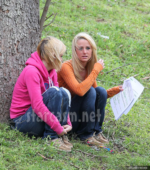 Leah Messer reading Facebook messages pertaining to her divorce from Corey Simms