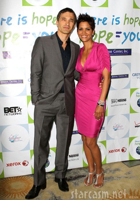 Halle Berry poses with new boyfriend Olivier Martinez